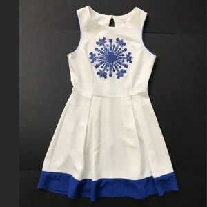 Sleeveless embroidered dress size S